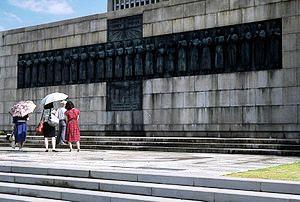 300px-NagasakiMonumentToMartyrs.jpg